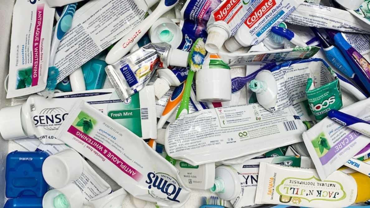 Trzysta milionów tubek pasty do zębów trafia na wysypisko