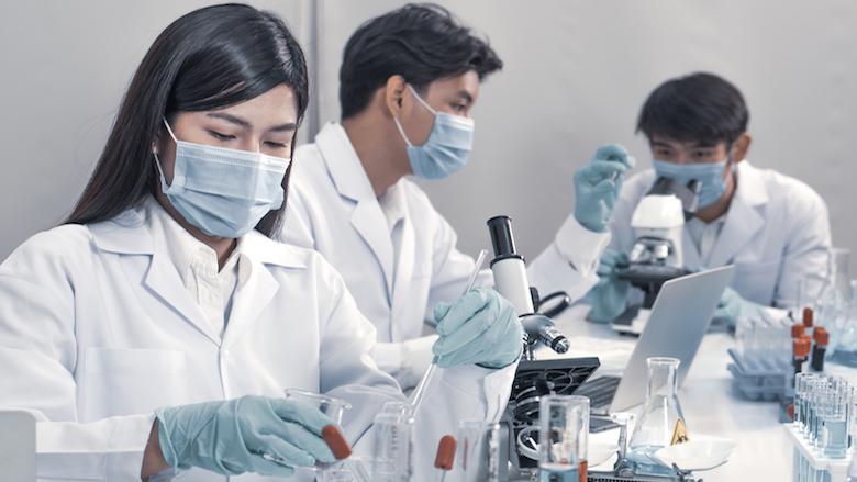 Powiązania między mikrobiomem jamy ustnej, wariacjami genetycznymi i zapaleniem przyzębia